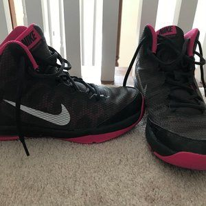 Nike basketball sneakers size 6.5